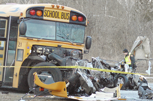 web1_160128aw_bus_crash3